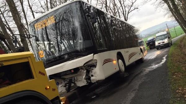 01 04 2016 midi pyr n es tarn accident entre un bus scolaire et une voiture deux bless s. Black Bedroom Furniture Sets. Home Design Ideas