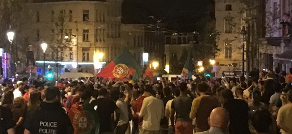 Euro 2016 : la communauté portugaise en liesse à la barrière de Saint-Gilles après la victoire du Portugal