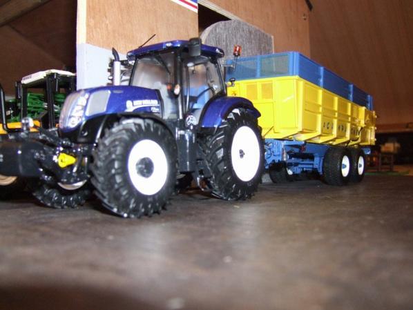 NH 7210 BLUE POWER ET BENNE LA CAMPAGNE JAUNE ET BLEUE