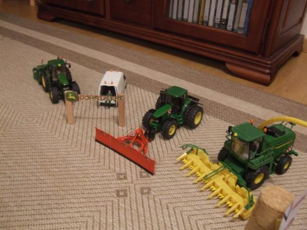 LE STAND JOHN DEERE