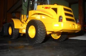 Départ du chargeur New-Holland W190 pour aller sur sur le diorama de mes oncles