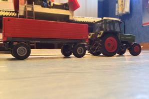 Rentrer la paille avec le FENDT FARMER 306ls et 10 rouleau sur la remorque 4 roues