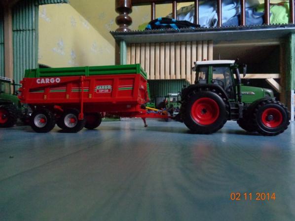 Moisson du maïs avec le Fendt 415 Vario TMS et la benne Cargo CP 120 12.5T