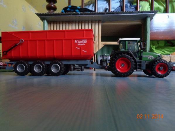 Moisson du maïs avec le Fendt 820 Vario TMS et la benne Krampe tw 800 24T