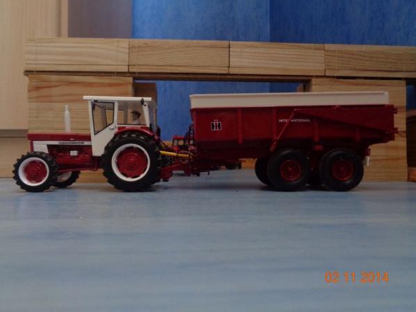 Moisson du maïs chez le voisin Albert avec le IH 946 et la benne IH 425 12T