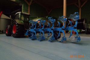 Labour pour les semis de ble et d'orge avec le Fendt 724 Vario TMS et la charrue Lemken Juwel 8. 5 corps