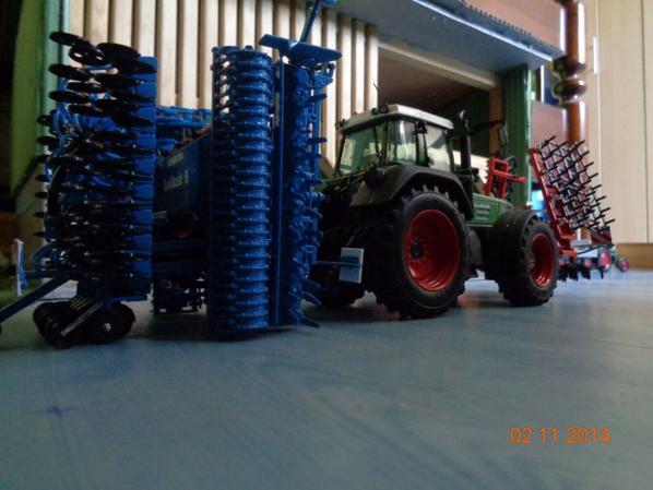 Semis du blé et de l'orge d'hiver avec le FENDT 824 et le semoir Lemken Solitair 9 6m et le la herse Quivogne HV 6m