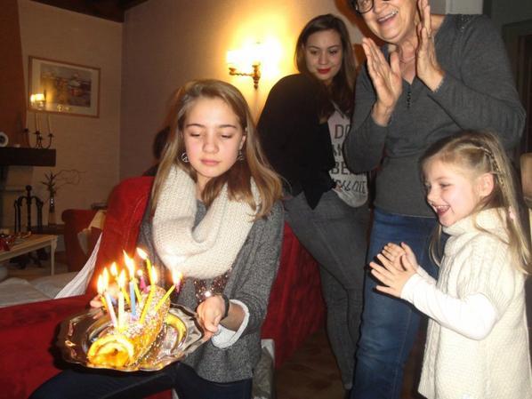 Juliette est la...Célestine souffle ses bougies