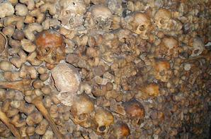 L'ossuaire de la place Denfert Rochereau  (Catacombe de paris) Prt 2