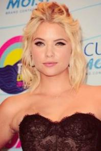 + demi.L et ashley.B sublime au TCA 2012 <3.