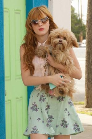 Le look de la semaine : Bella Thorne et son style printanier !