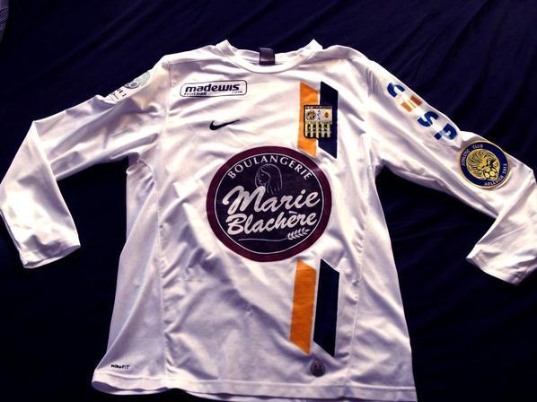 Maillot André Ayew manches longues saison 2009/2010 (108 euros sur ebay avec frais de port)