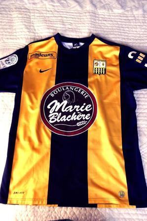 Maillot domicile très cher a mon coeur car c'est celui de la 1ére année de ligue2 (en pro) saison (2009/2010), porté par notre meilleur buteur (80euros)