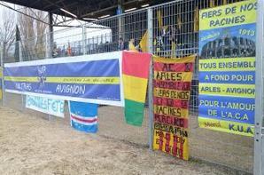 Les poseurs de banderoles, lors du match du 21 décembre 2013 contre Tours.