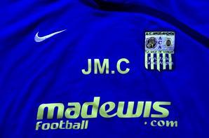 Magnifique sweat d'entrainement (saison 2009/2010) (60euros) A VENDRE (le meme en numero 33 a la place de JMC) pas celui la