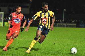 Short domicile saison 2014/2015 (Fousseyni Cissé ou eventuellement Gino Van Kessel)