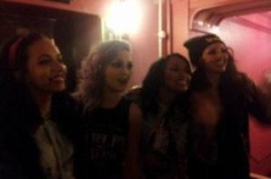 13/02: les filles continuant le DNA Tour à Hammersmith Apollo (part 2) + les filles dans les coulisses