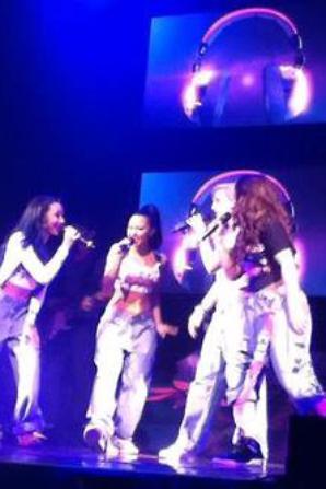 24/02: dernier concert pour le DNA Tour + photo personnel des filles