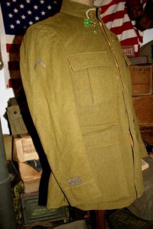 Veste Française d'un lieutenant du 8 em Régiment d'Afrique mle 1917.