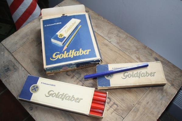 Boite de crayon , petit et grand modèle , rouge et bleu Allemand ww2 !