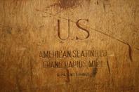 Bureau de campagne et chaise pliante US .