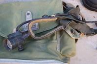 2 carcasses de LEBEL court , housse de masque à gaz Français  de 40 , Pataugas époque Algérie , Lampe frontal Allemande , boutons infanterie de 14 !!!