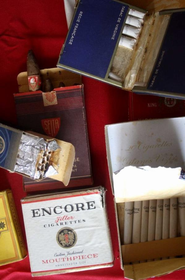 Paquets de cigarettes époque Indochine.