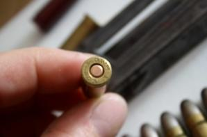 Lame chargeur du C96 en 7.63 , lame chargeur du STEYR et sa cartouche 8.56 et  2 cartouches de manipulations une de 7.5 et  5.56 OTAN pour le M16