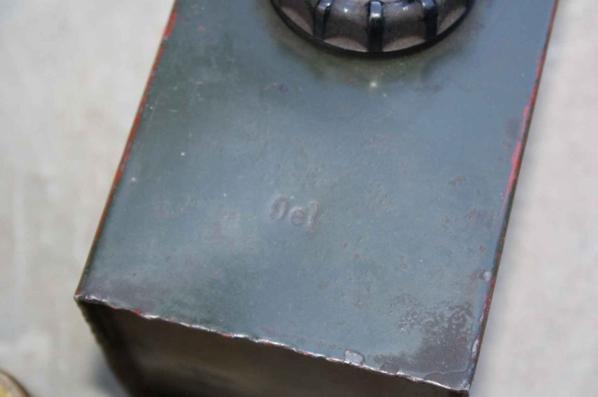 Boîte de cigare , boîte de détonateur et boîte pour je pense huile. ( si info )