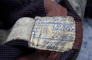 Serre-tête de pilote de la LW d'été à maille aérées brunes adoptée en 41 avec sa toile recto verso brune et orange.