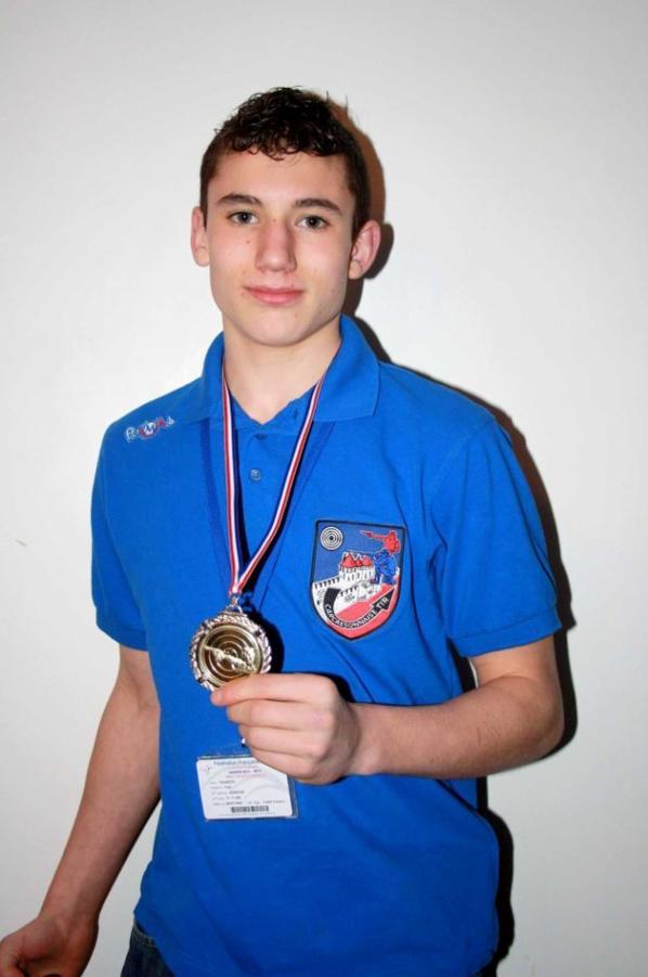Mon fils Paul en compétition à Castelnaudary , 1er au pistolet à plomb à 10 m , bravo !!!
