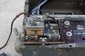 Téléphone de campagne Tchèque utilisé par l'armée Allemande comme le comfîrme les batteries à l'intérieur  !!