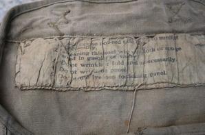 Sortie vide grenier : Valise a grenade et gourde All WW2 , housse US pour panneaux de signalisation WW2 et une caisse à identifier.