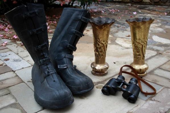 Sortie vide grenier : les douilles ( travail de tranchée ) , jumelle Française et sur botte caoutchouc US.