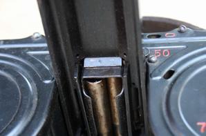Chargeur MG15 avec couvercle et couloir d'alimentation MG34 .