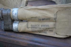 LIFE,PRESERVER,BELT et caisse de 42 pour obus de 40 Bofors.