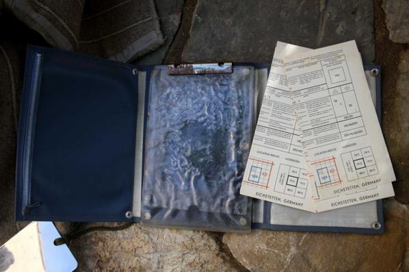 Porte document des transmetteurs époque Algérie ( les brouillons sont d'ancienne carte Allemande ) et cantine US au nom de FRAISSE.