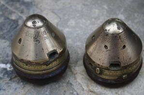 Sortie vide grenier: caisse et pince US et 2 fusées Allemande WW1 Z92.