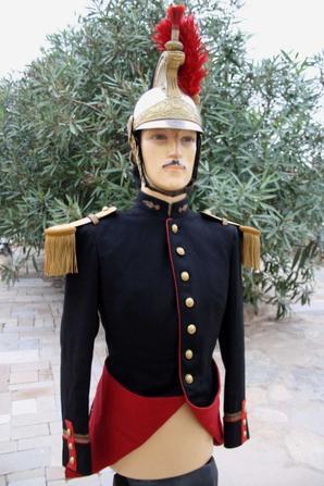 Casque et veste de la garde Républicaine WW2