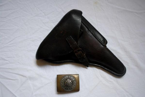 Boucle Württembourgeois+étui P08 datée 1915 WW1 .