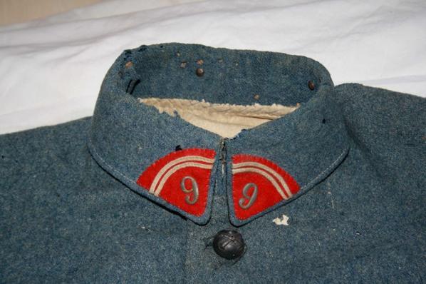 Epave d'une veste du 9 Régiment d'artillerie de campagne de Castres, plus de manche et plus de dos !! Une boucherie !!