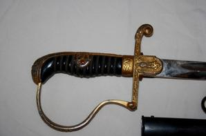Epée S/off WH, couteaux de la Hitlerjugend et insignes WW2 , Don de Jean-Yves Raimondi ( prise de guerre de son Père )