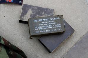Veste TAP Algérie datée 59, pansement US WW2 et une ceinture faite à la libération en l'honneur des Alliés.(sortie de vide grenier )
