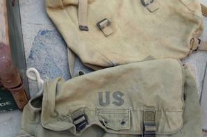 Récupération dans une famille de Pezens dans l'Aude, photo de Mr Desplat mort WW2 et les affaires du fils époque Algérie, bien qu'il y à du matos WW2: épée officier infanterie mle 1855, valise du fils en Algérie, veste 3/4 et veste+pantalon de sortie avec calot, guêtre US et Allemande, sacs Anglais et US, sacs marin FR et US nominatif.