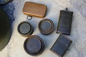 Casque US du capitaine L.BICHEMIN ( je pense de la 9em Division Infanterie Colonial ) et divers boîtes US.