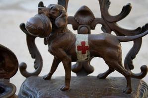 Un encrier de la 1er guerre, reconnaissance aux chiens de guerre .  Une pièce magnifique !!