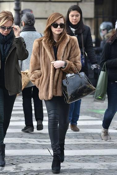 26/ 02/ 13 : Chloë Grace Moretz et sa mère, Teri, profitant de leurs petit séjour Paris.