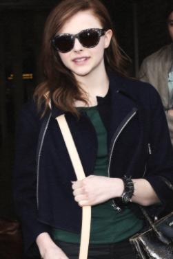 28/02/2013 Chloë est à Londres ! Elle a rejoint son frère Trevor