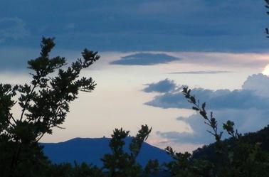 Ces nuages formateurs de rêves et d'espoir, pour en venir à la seul conclusion. Le rêve est l'espoir de tout homme