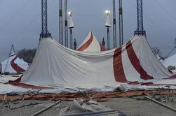 Arlette Gruss > Une apres midi de construction au cirque
